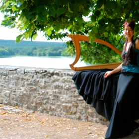 Lawena_de_Broceliande_Lyra_delYs_celtic_and_medieval_music